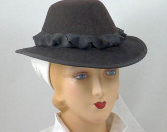 Elizabethan Renaissance Slant Crown Riding Hat in Chocolate Felt - in stock