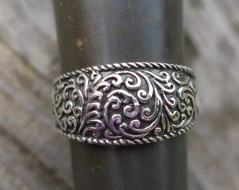 Vintage 925 Sterling Silver Vine Ring