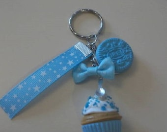 Keychain delicious cup cake, biscuit and his blue bow