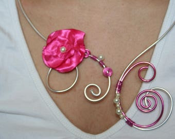 Beautiful necklace aluminum wire with a beautiful fuchsia satin flower and beads