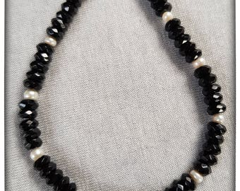 Faceted onyx with beads