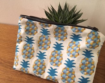 Small pineapple pouch