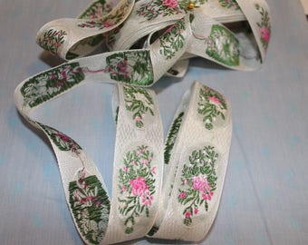 Embroidered floral ribbon trim with gradient flowers