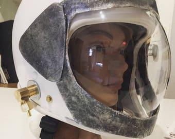 Minimalist Space Helmet