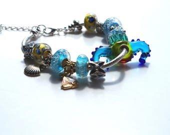 Very nice bracelet with a beautiful little hippocampus handcrafted Pearl glass beads.
