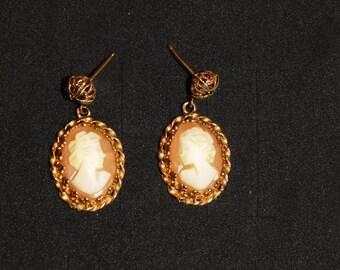"""Vintage 14k stamped 1"""" x 0.60"""" Dangling Cameo Earrings."""