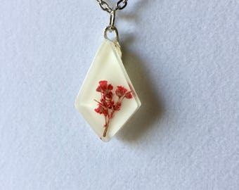 Resin Diamond Necklace with Red Baby's Breath