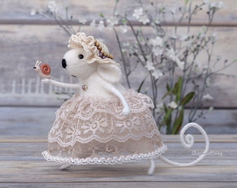 Needle felted white Mouse with Snail, Collectible doll, Room decor, Tiny wool animal, Table centerpiece, Handmade felt toy