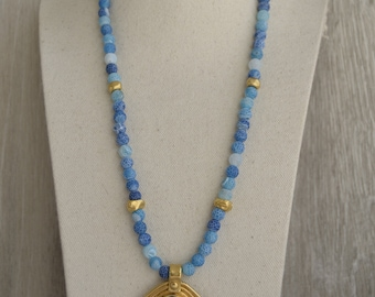 Agate Ice Necklace in turquoise blue and zamak beads with gold bath. Jewel Necklaces