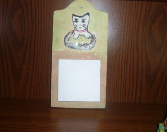 Memo wooden cat with hole pattern