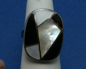 Vintage Onyx And Mother Of Pearl Inlaid 925 Sterling Silver Ring Size 5 1/2