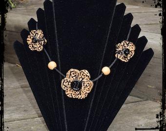 """Panther"" kanzashi Flower necklace"