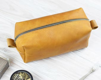 Toiletry Bag, Leather Toiletry Bag, Mens Toiletry Bag, Travel Makeup Bag, Wash Bag, Dopp Kit, Dopp Bag, Toiletry Case, Personalized Bag