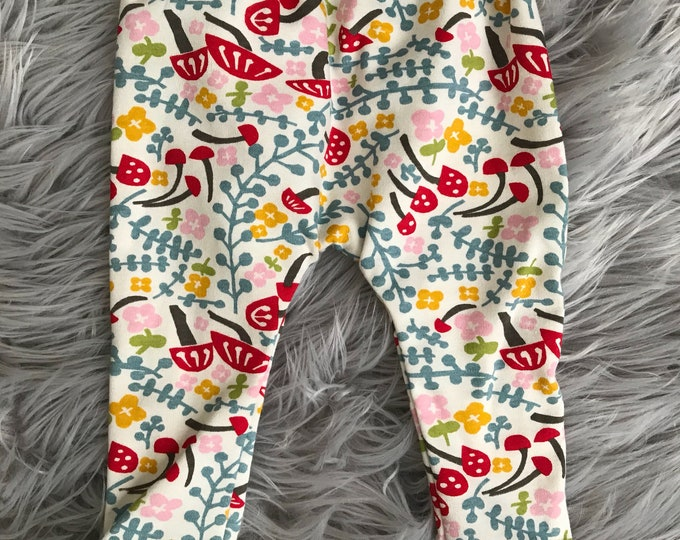 Spring baby leggings.