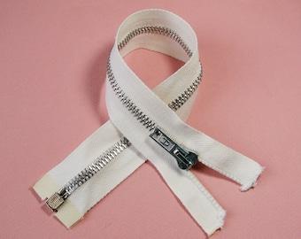 Zipper closure, 29 cm, detachable, white, 6 mm silver metal mesh.