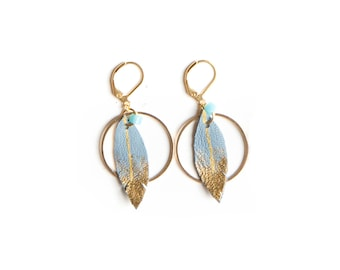 Grey blue feather leather hoop earrings, summer feather hoop earrings, bohemian hoop earrings, boho chic leather earrings, leaf earrings