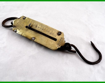 Vintage pocket balance scale has hand or Salter's front brass scale