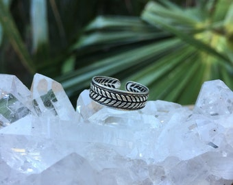 Leafy sterling silver toe ring~ adjustable