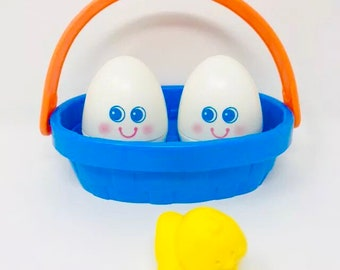 Vintage 1990 Fisher Price 1034 Wiggly Wobbly Eggs 1 Chick Basket baby toy, Play pretend food