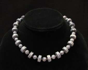"""Vintage 1978 Sarah Coventry """"Stone Age"""" Blue Marble Lucite Bead Choker Necklace"""