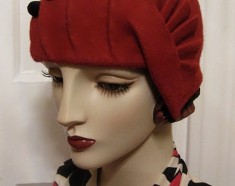 ON SALE/1920's Cloche with Pleated Fan Detail