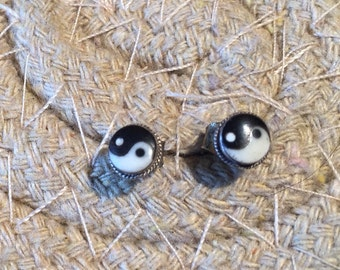 Yin Yang studs...Sterling Silver Earring ..Vintage...Feng Shui...Ancient Chinese...Hipster...Handcrafted...Vintage Shop...LV126