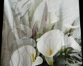 Paper towel two white lilies, yellow heart
