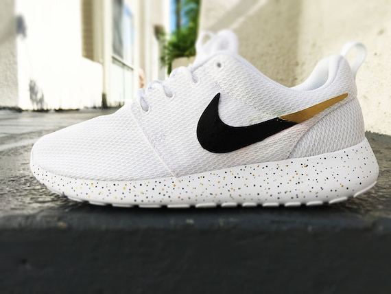 white nike roshe run black swoosh clip