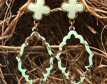 Stunning moroccan style Earrings in a spa green and gold color