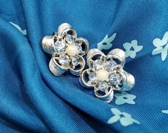 Simply Charming!  Lovely Flower Clip Earrings with Pale Blue Rhinestones and Faux Pearl Center