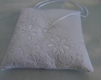 Ring pillow. White wedding ring cushion. Ringkissen