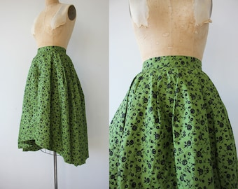 1950s vintage skirt / 50s full skirt / 50s green floral skirt / 50s cotton flocked skirt / 50s high low skirt / 26 inch waist small