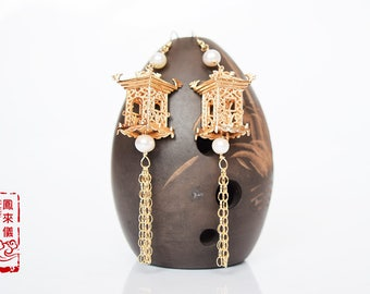 flyin Chinese palace earrings in gold plated copper, 14k gold filled findings,  Asian weddings earrings