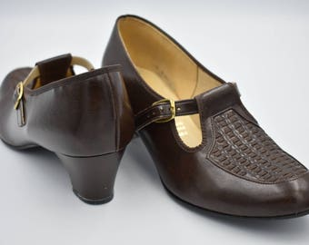 Vintage 1960s Shoes - T-Bar Mid Heel Mod Mary Janes in Brown, UK Size 6