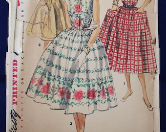 1950's Sewing Pattern for a Dress in Size 16 - Simplicity 1084