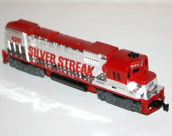 Vintage 1970's TYCO Union Pacific 'Silver Streak' Diesel Engine Locomotive Train