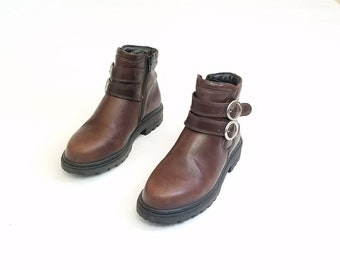Vintage Womens 6.5 Josef Seibel Brown Leather Double Buckle Zippered Ankle Boots Combat Military Utility Work Boots Boot Bootie Booties 90s