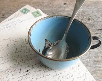 Pretty sky blue Enamelware Cup, Vintage metal farmhouse kitchen decor, Coffee cup    / 0241
