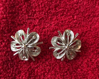 Silvertone 1960's floral clip on earrings.