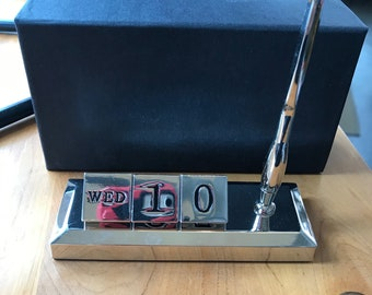 RETRO PERPETUAL desk calendar with pen and holder gift boxed