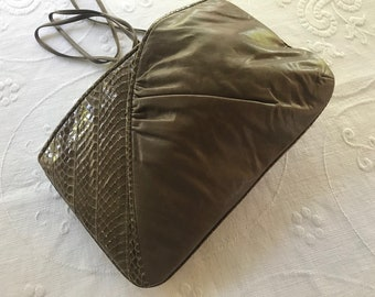 Vintage leather and snakeskin clutch, perfect size, versatile and fun