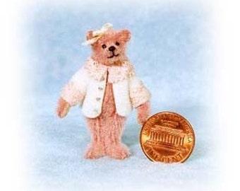 Petit ours en peluche Miniature Brenda Bear Kit - motif - par Emily agriculteur