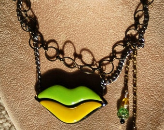 Lips steampunk necklace - lime & yellow glass