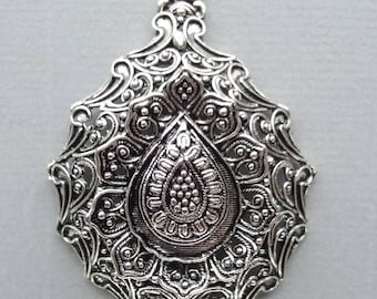 1 pendant decorated with silver metal antique 45x62x11mm