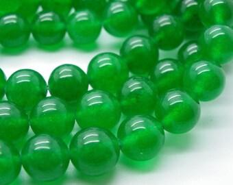 25 perles de jade 10 mm vert émeraude jaspé une belle teinte naturel