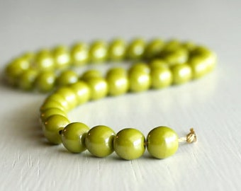 50 Opaque Avocado Luster 6mm Czech Glass Round Druks