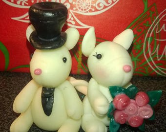 Decorative figurine of wedding: Couple of little mice in cold porcelain