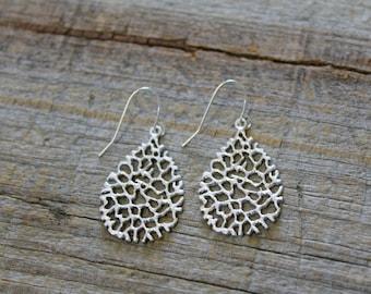 Silver Filigree Earrings / Dainty Matte Silver Drop Earrings / Silver Dangle Earrings / Gold Earrings / Bridesmaid Gift / Teardrop Earrings