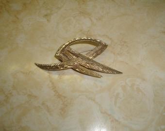 vintage pin brooch goldtone textured large