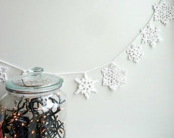 Crochet snowflakes ornament - Christmas garland - holiday ornament - snowflakes garland - Christmas tree decor - Christmas snowflakes